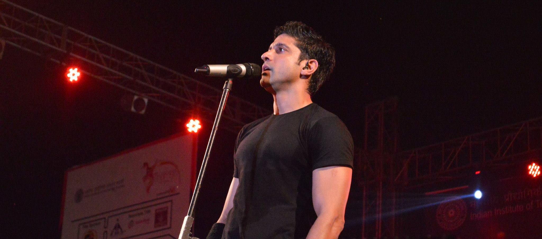 Farhan Akhtar performing at Thomso, IIT Roorkee's youth festival.