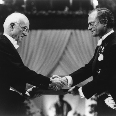Murray receiving the Nobel Prize